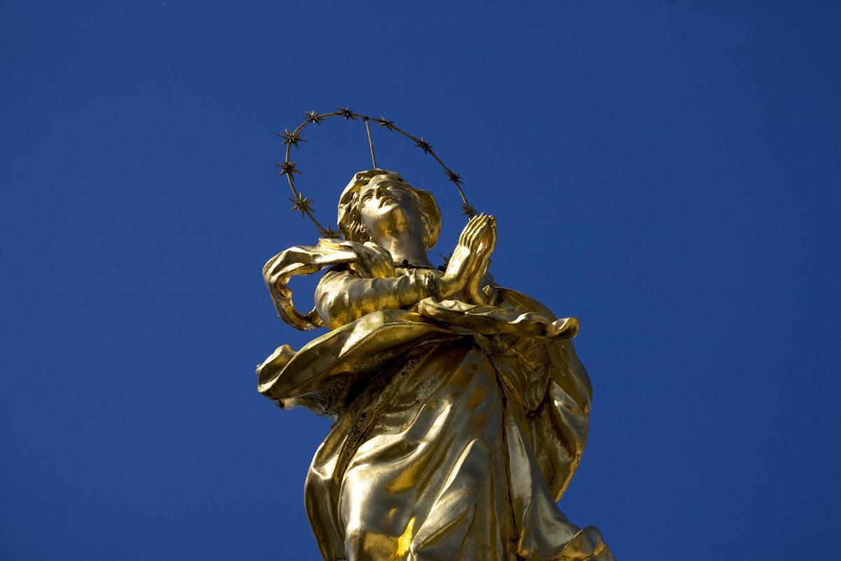 Goldene Figur am Kloster Ochsenhausen; Foto: Staatliche Schlösser und Gärten Baden-Württemberg, Achim Mende