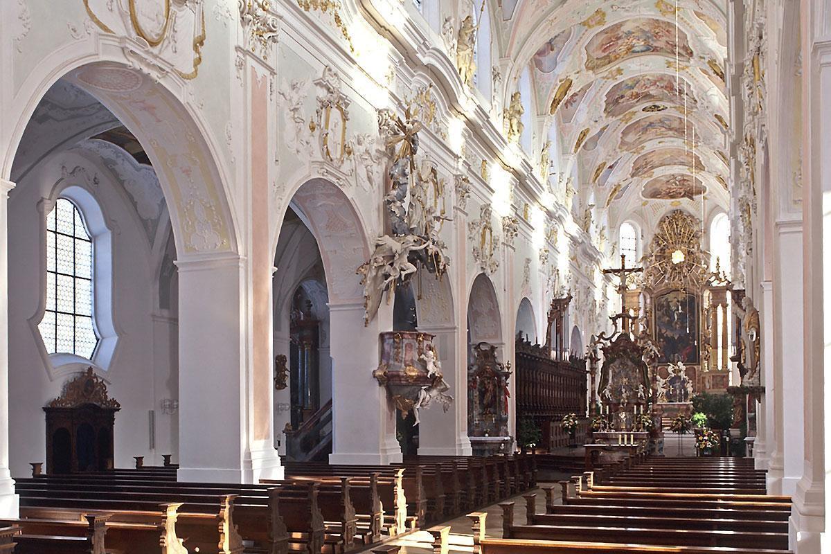 Blick ins Mittelschiff der Kirche von Kloster Ochsenhausen
