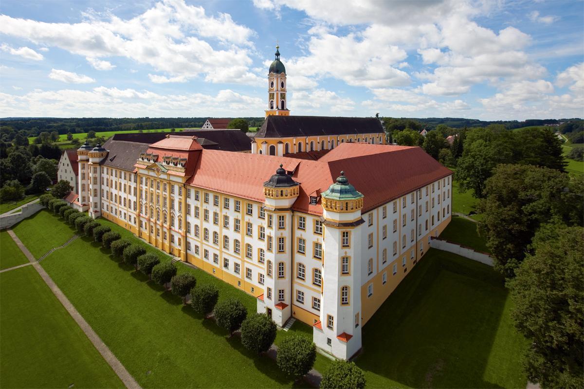 Luftansicht von Kloster Ochsenhausen