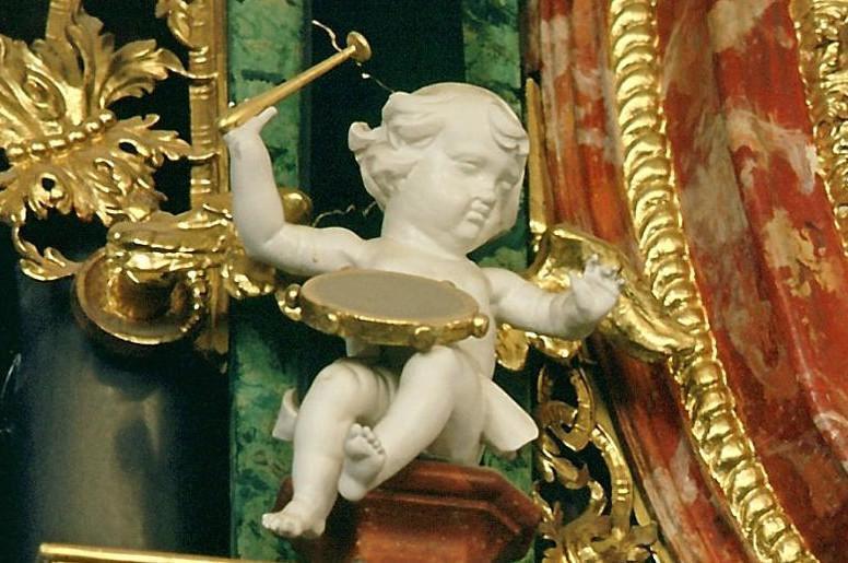 Musizierender Putto an der Gabler-Orgel in der Klosterkirche von Kloster Ochsenhausen