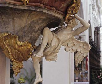 Engel an der Kanzel in der Klosterkirche von Kloster Ochsenhausen; Foto: Staatliche Schlösser und Gärten Baden-Württemberg, Steffen Hauswirth