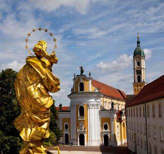 Blick von der Mariensäule Richtung Kirche; Foto: Staatliche Schlösser und Gärten Baden-Württemberg, Achim Mende
