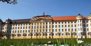 Außenansicht von Kloster Ochsenhausen