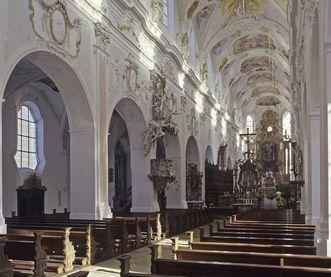 Mittelschiff der Klosterkirche St. Georg mit Blick nach Osten