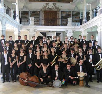 Sinfonisches Jugendblasorchester Baden-Württemberg (SJBO) im Bibliothekssaal des Klosters Ochsenhausen; Foto: Sinfonisches Jugendblasorchester