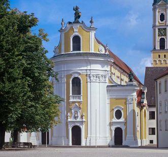 Die Klosterkirche St. Georg von außen; Foto: Staatliche Schlösser und Gärten Baden-Württemberg, Steffen Hauswirth